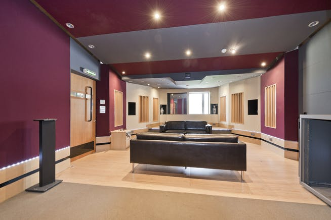 Unit 14, London, Residential To Let - unit 14 the talina centre7735 low.jpg
