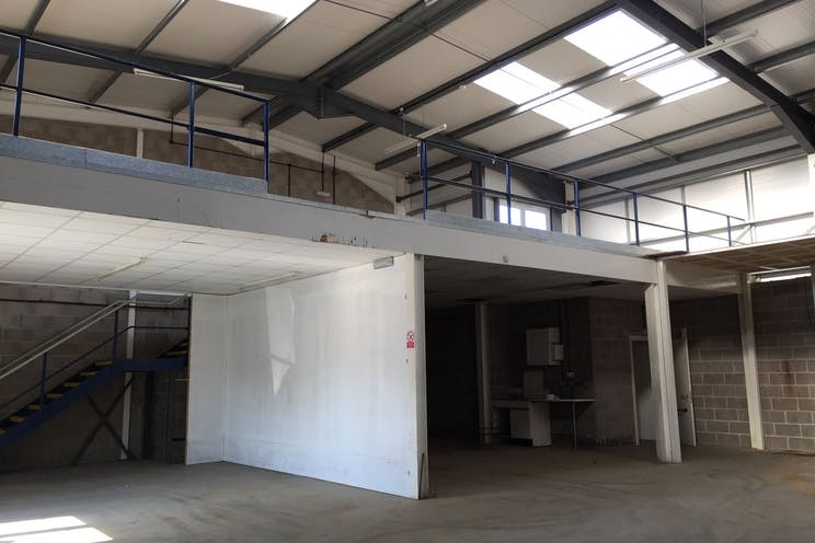 6 The Glenmore Centre, Southampton, Industrial To Let - Fb8eatc_.jpg