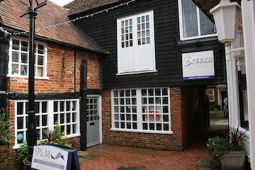 6 Borelli Yard, Farnham, Retail To Let / For Sale - IMG_0002.JPG