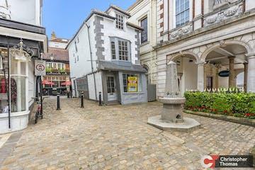 Market Cross House, 51 High Street, Windsor, Retail For Sale - 6d1d1647cb7c4f4380b92b0c82028b5a.jpg