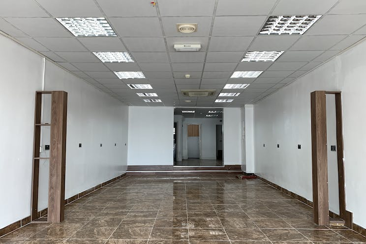 2 Queens Parade, Waterlooville, Retail To Let - 20210705 125310.jpg
