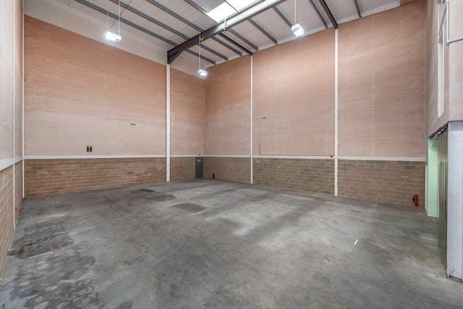 8 Drakes Drive, Aylesbury, Industrial To Let - WAREHOUSE 3.jpg