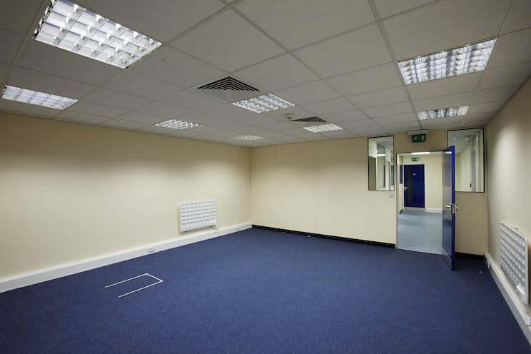 Meadow View Court, Reading, Industrial To Let - CM1B9894med.jpg