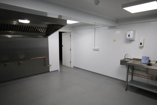 80 Shelley Road East, Bournemouth, Industrial & Trade To Let - IMG_5208.JPG