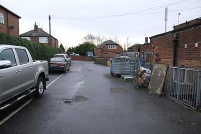 475 Herringthorpe Valley Road, Rotherham, Offices / Retail / Restaurant To Let - Photo