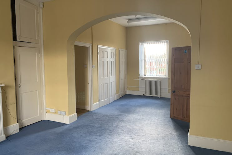 Fairfield House, 24 High Street, Bookham, Offices To Let - IMG_6730.jpg
