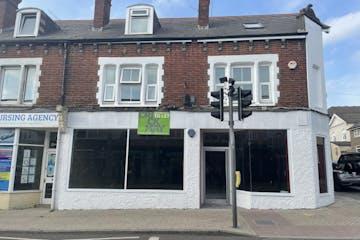 7-9 Queen Street, Horsham, Retail To Let - IMG_7404.jpg