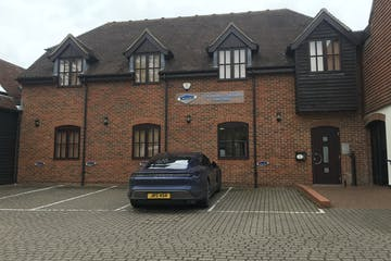 Barley Row, Fountains Mall, Odiham, Offices To Let - IMG_7046.jpg