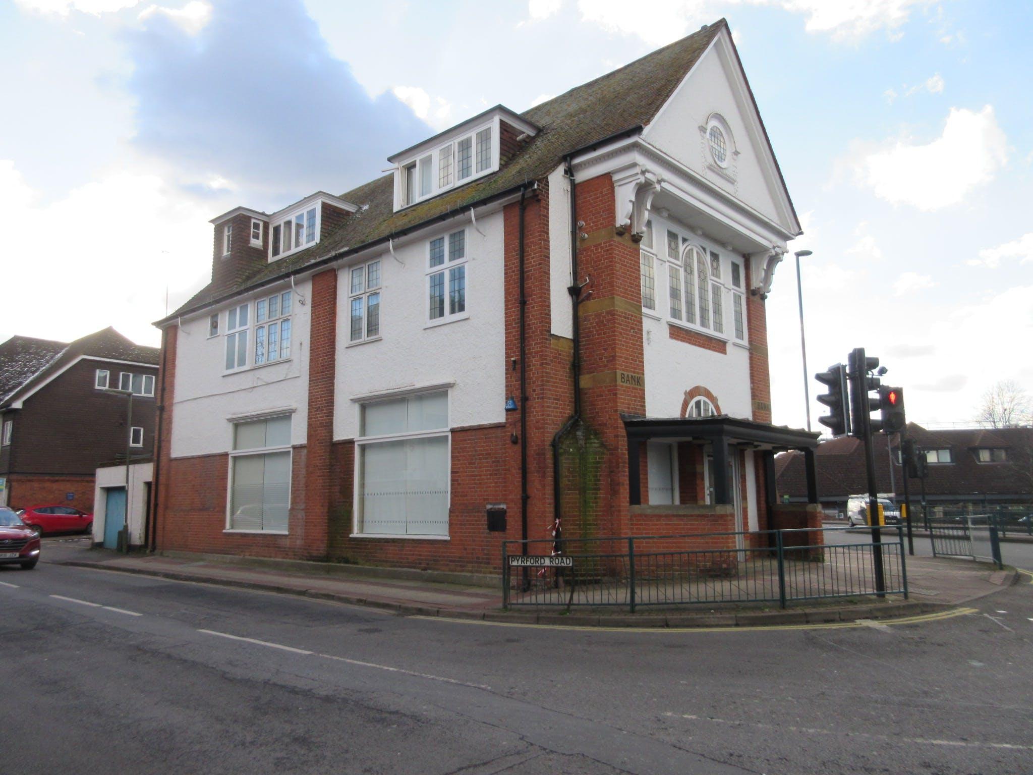 25 Old Woking Road, West Byfleet, Retail / Offices To Let - IMG_8971.JPG