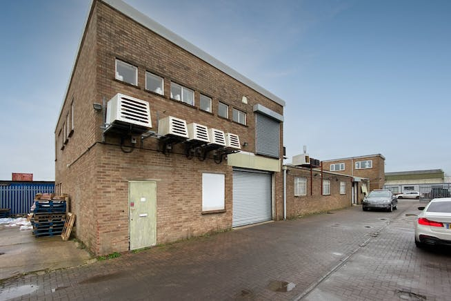6 Lupton Road, Thame, Industrial / Investment To Let - FieldsExt01.jpg