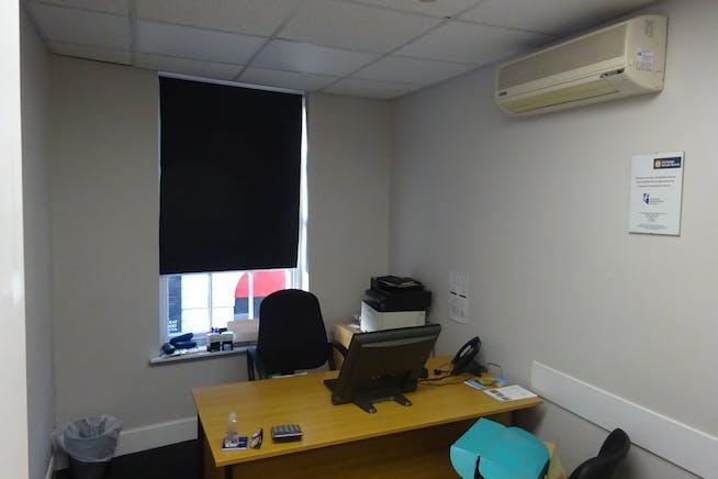 34-36 Burlington Street, Chesterfield, Offices / Retail To Let - DSC03034.JPG