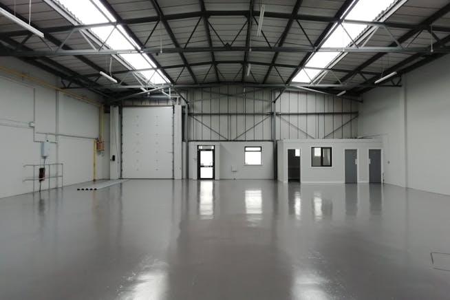 Unit 3, Bilton Industrial Estate, Bracknell, Industrial To Let - IMG_20201119_125908_resized_20201125_112507861.jpg