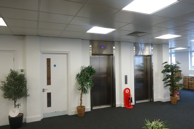 27 Queen Annes Gate, London, Office To Let - DSC03000.JPG