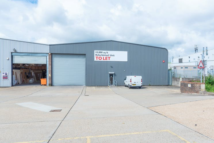 17a Invincible Road, Farnborough, Warehouse & Industrial / Retail To Let - FarnboroughFNC032InvincibleRdSite4.jpg