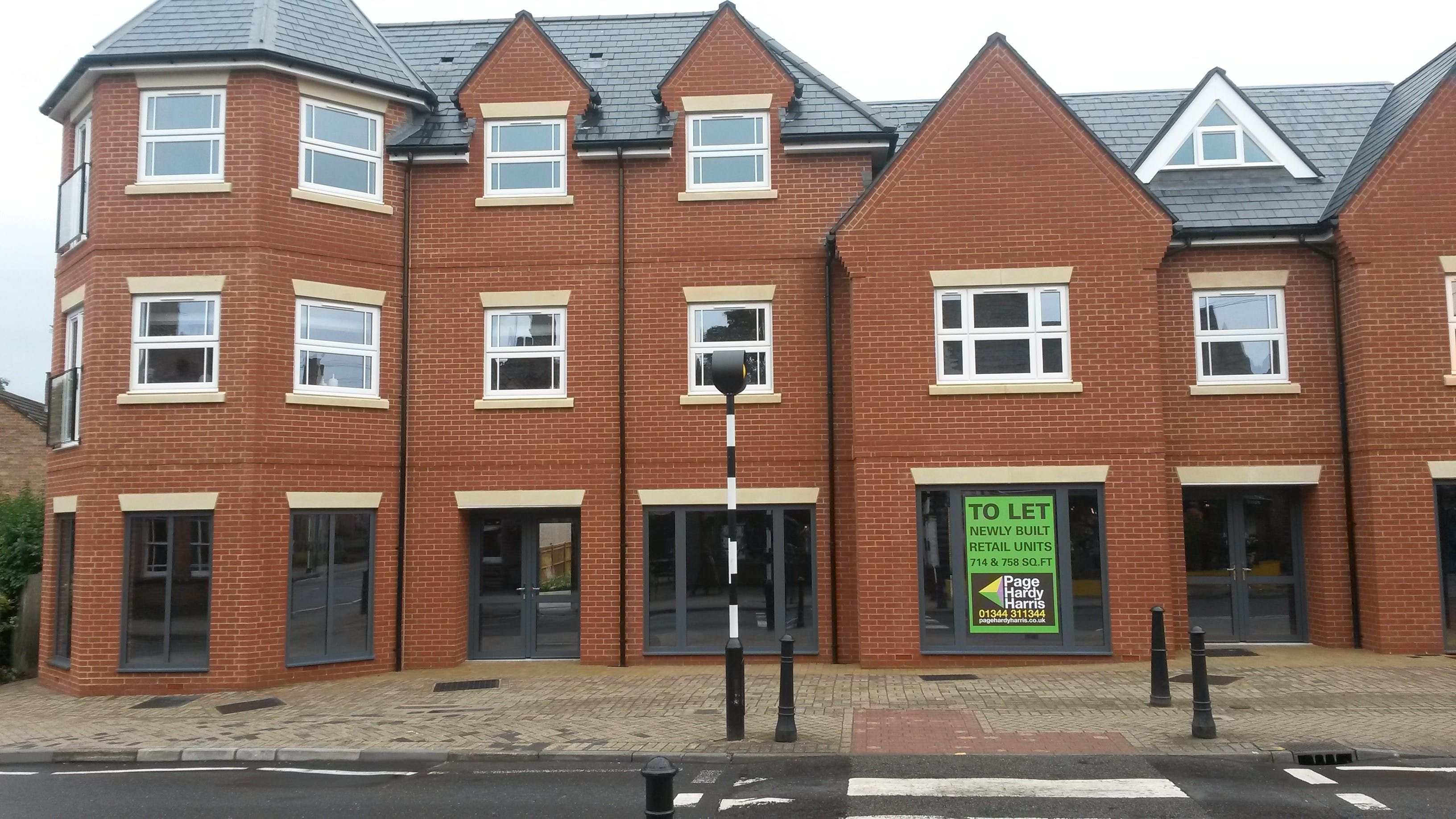 2 High Street, Crowthorne, Retail To Let / For Sale - 20180816_133003.jpg