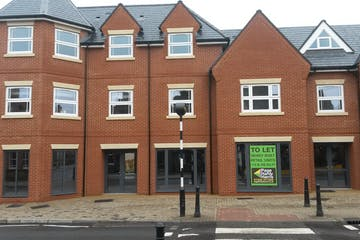 2 High Street, Crowthorne, Retail To Let - 20180816_133003.jpg
