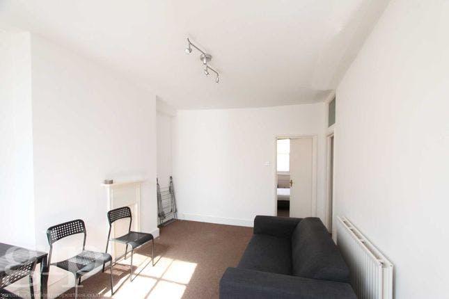 Flat 2, 27 Red Lion Street, London To Let - Living room.jpg
