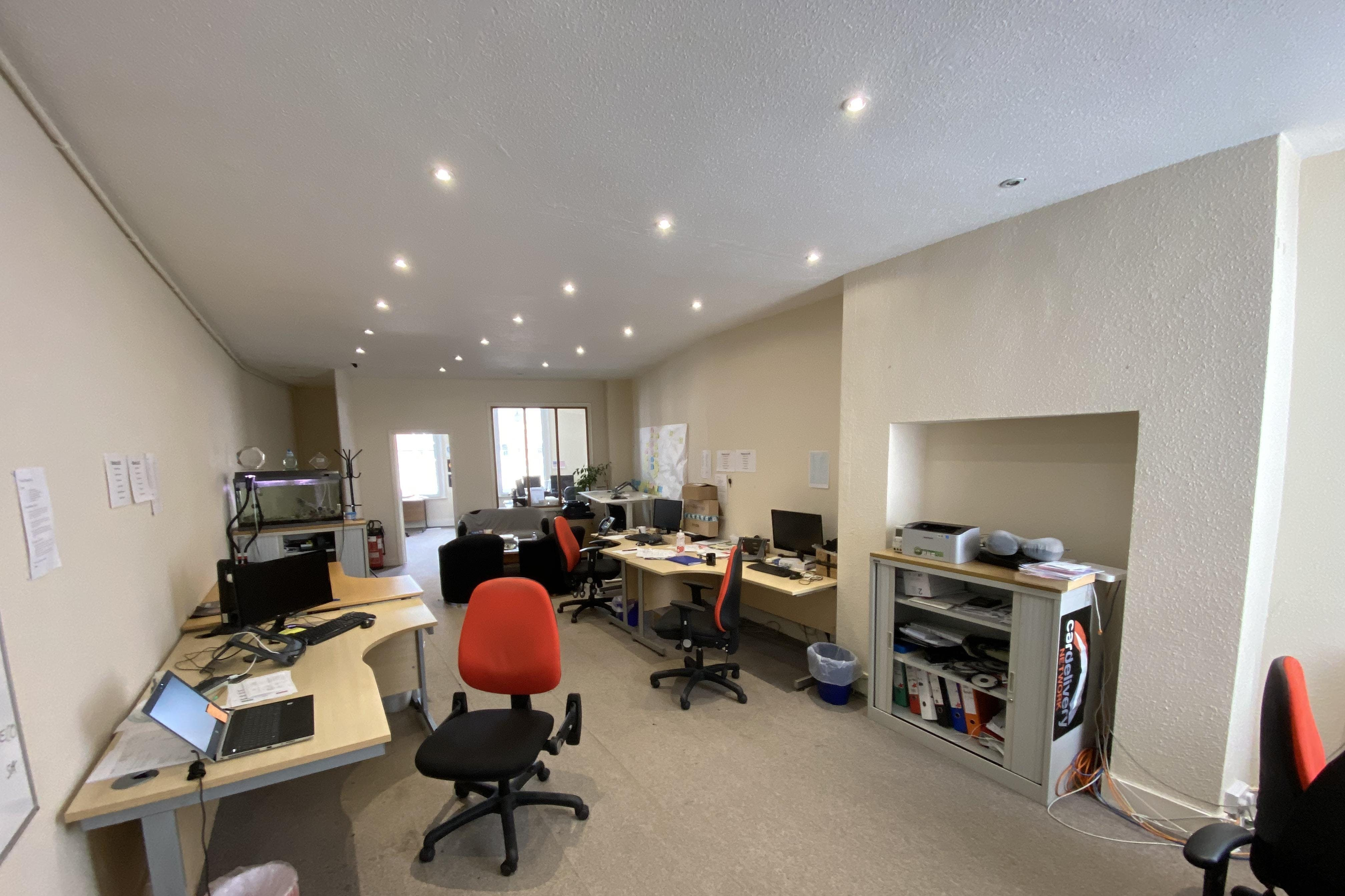 1st and 2nd Floor Offices, 19 Cornmarket, Thame, Office To Let - IMG_8130.JPG