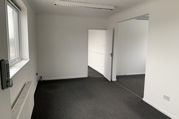 Moreland Road, Gosport, Industrial To Let / For Sale - Eo8P1yCs.jpg