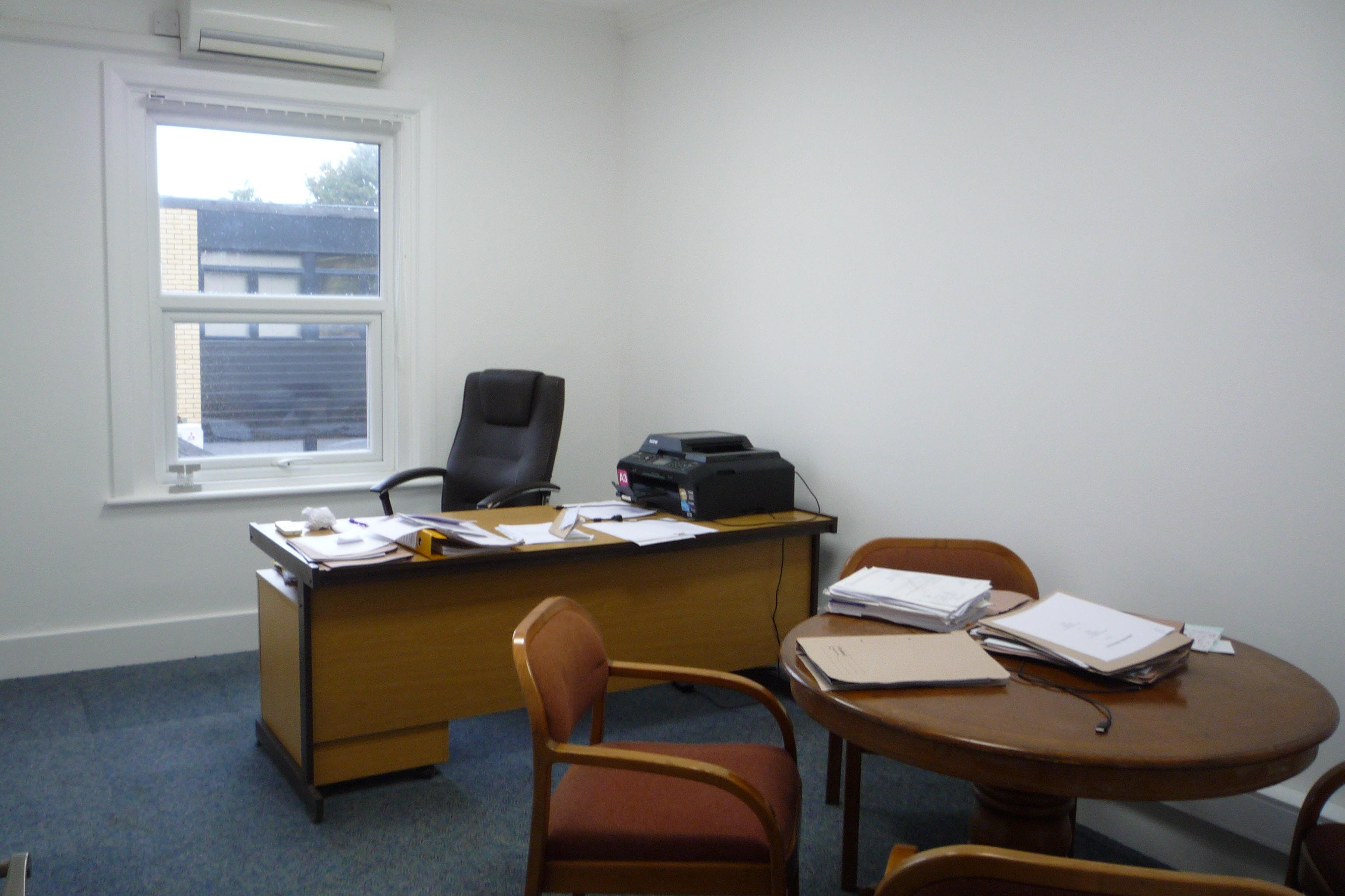 30 Reading Road South, Fleet, Office To Let - P1040346.JPG