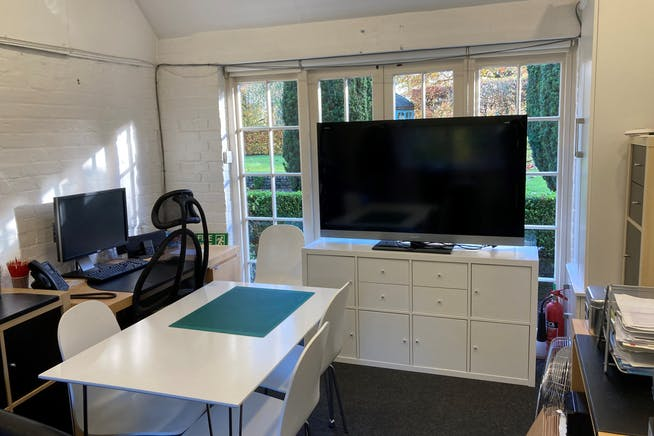 Studio 6, The Old Parsonage, Farnham, Offices To Let - Photo 4.jpg
