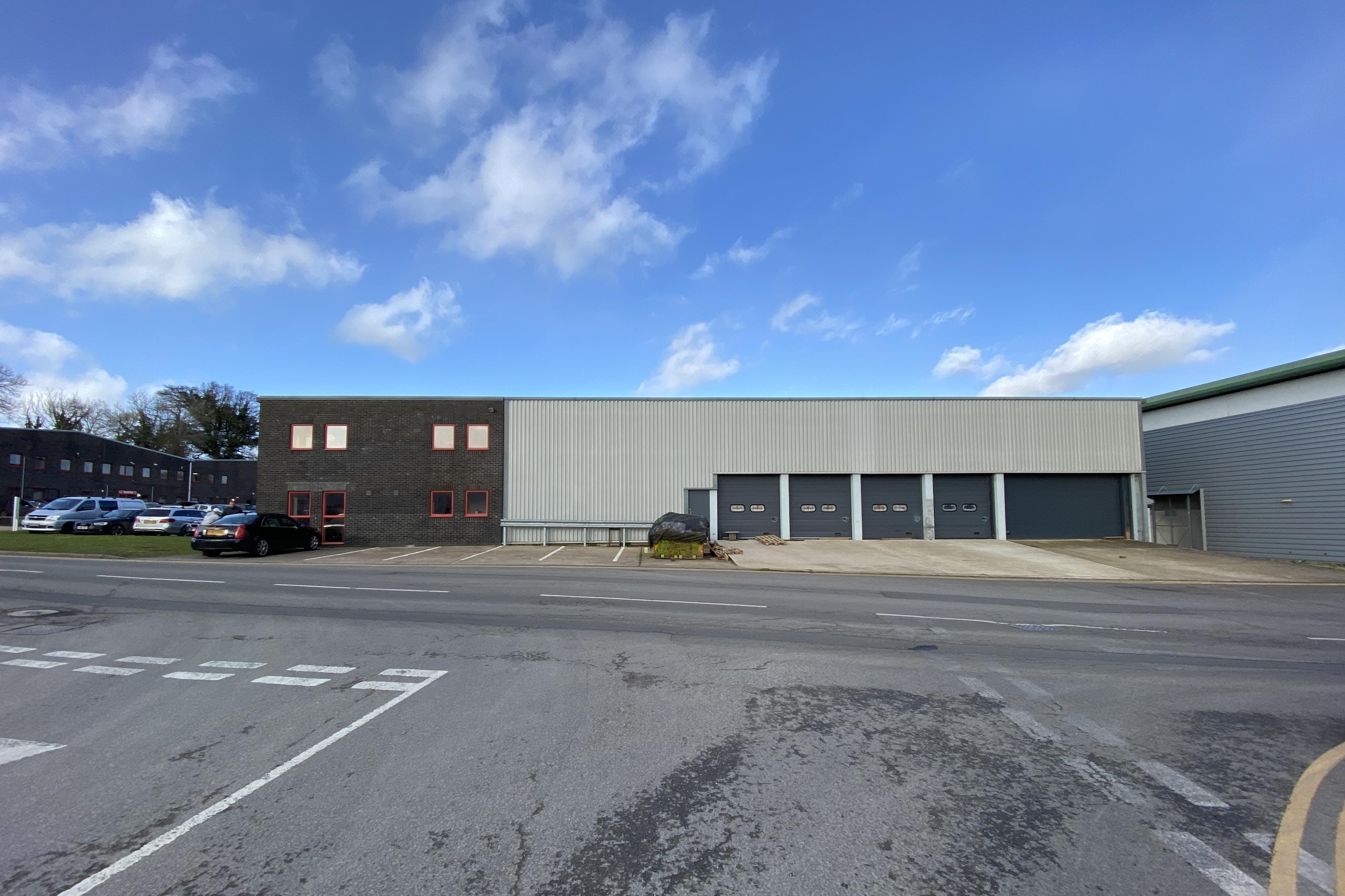 Unit 1, Field End, Crendon Industrial Park, Long Crendon, Industrial To Let - SIDE.JPG