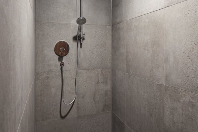 95 Southwark Street, London, Offices To Let - Shower