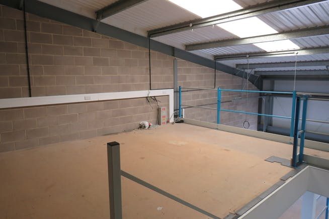 Unit 9 Hercules Way, Farnborough, Warehouse & Industrial To Let - IMG_0817.JPG