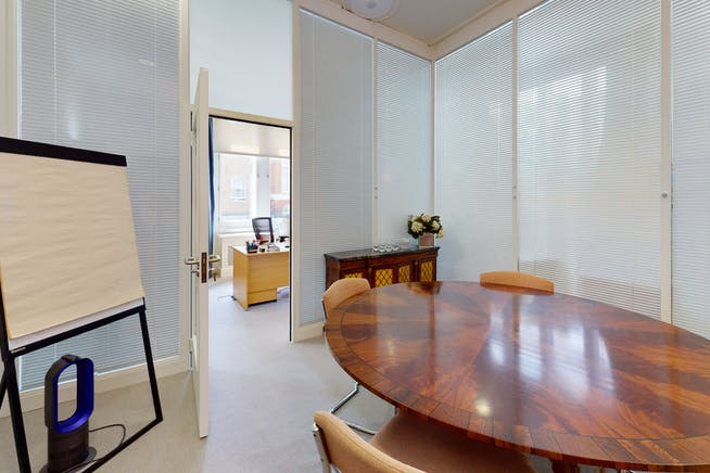 2 Cadogan Gate, Chelsea, London, Office To Let - 2CadoganSquareOffice3.jpg