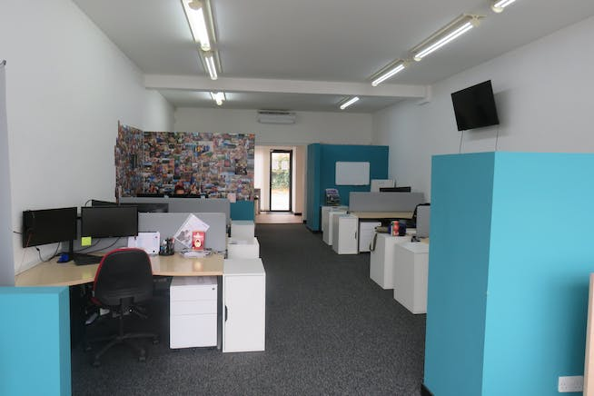 16 Northfield Road, Fleet, Offices / Retail For Sale - IMG_0752.JPG
