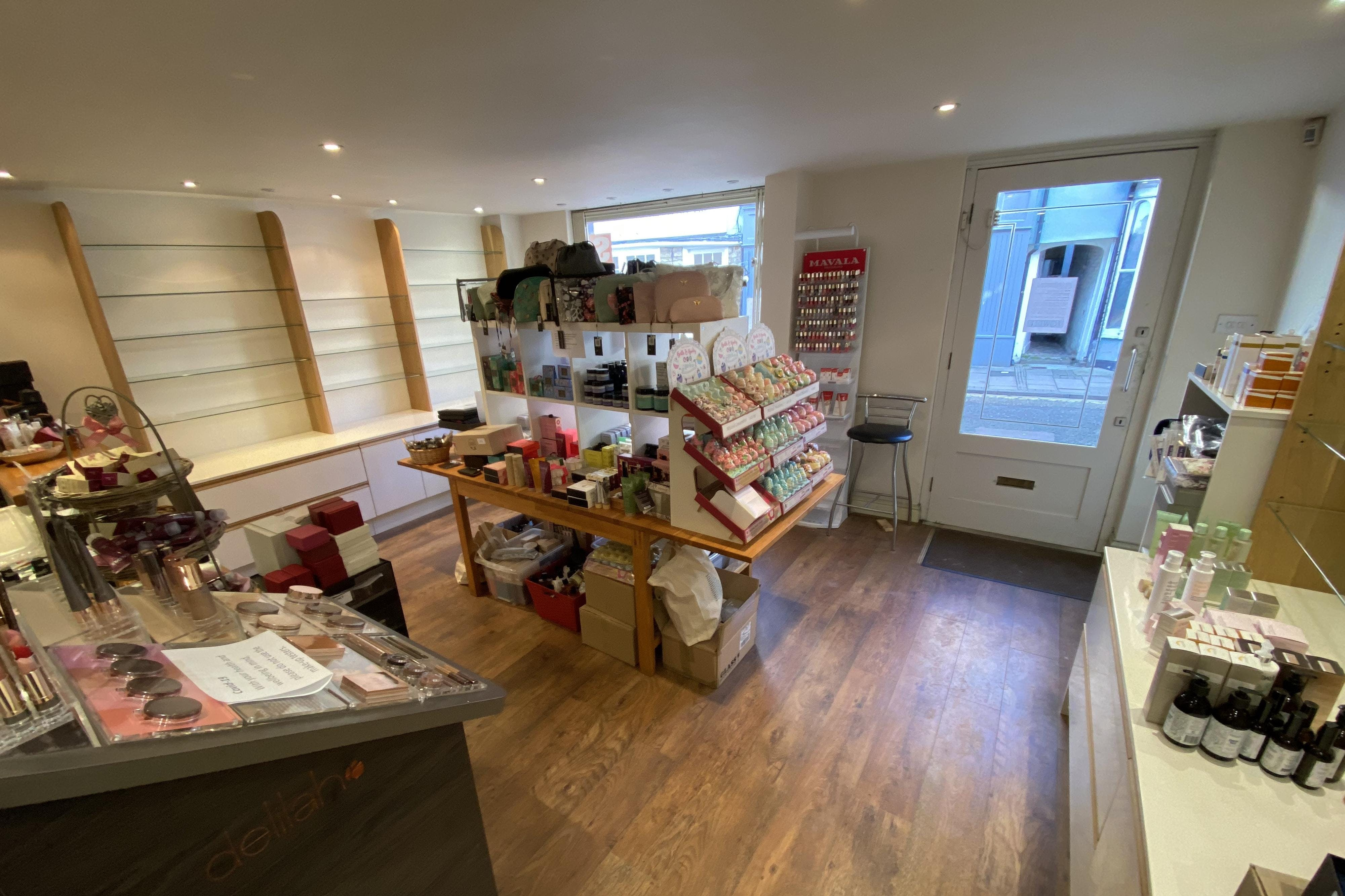 17A Buttermarket, Thame, Retail To Let - INT 4.JPG