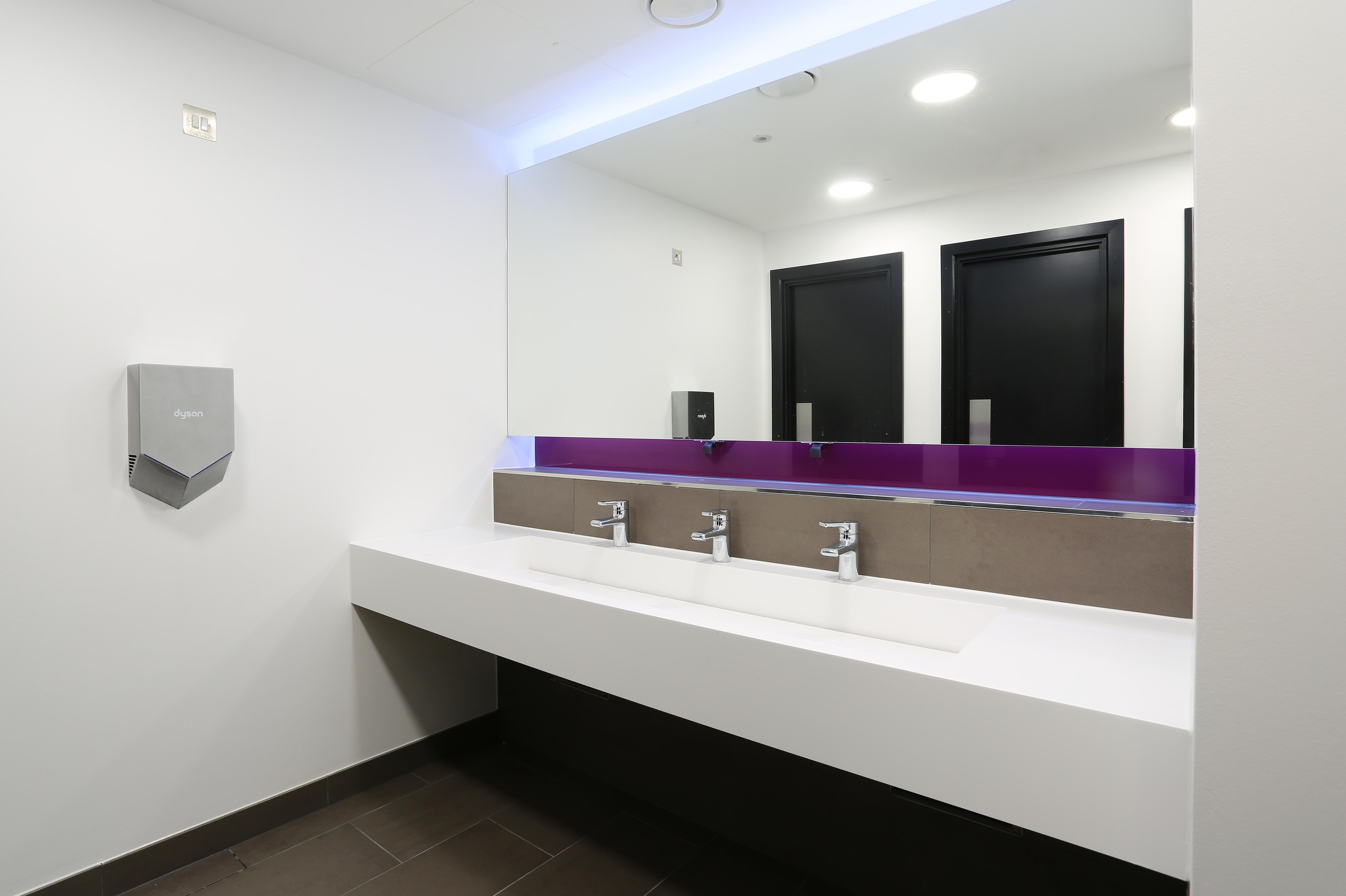 2200 Renaissance, Basing View, Basingstoke, Offices To Let - toilets.jpg