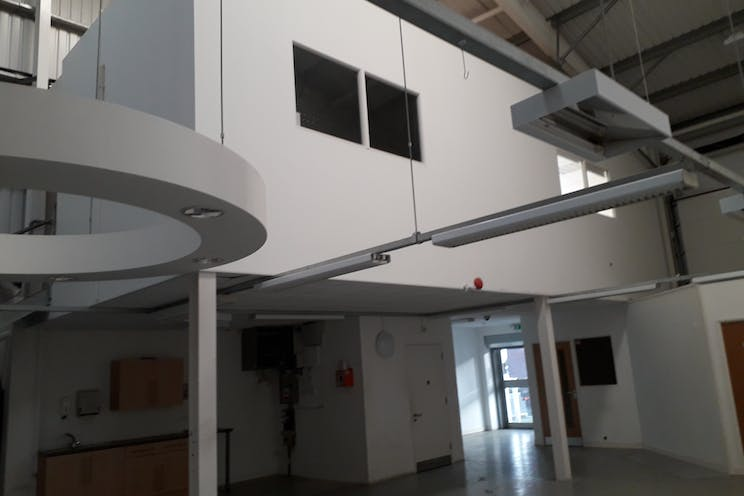 Unit 8, Partnership Park, Southsea, Industrial To Let - 20191203_091427.jpg