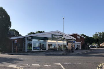 38 Station Approach, Liphook, Retail To Let - IMG_0960.jpg
