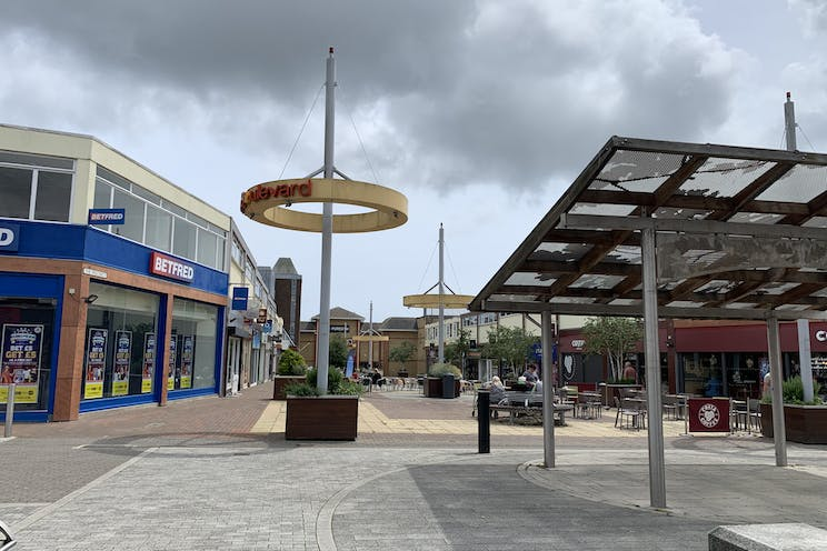 2 Queens Parade, Waterlooville, Retail To Let - 20210705 131846.jpg