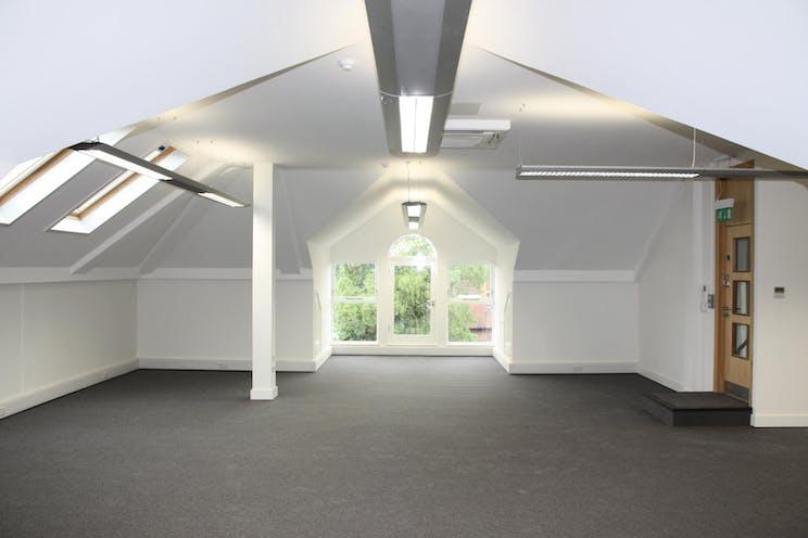 Second Floor, 15 London Street, Chertsey, Offices To Let - IMG_7850.JPG