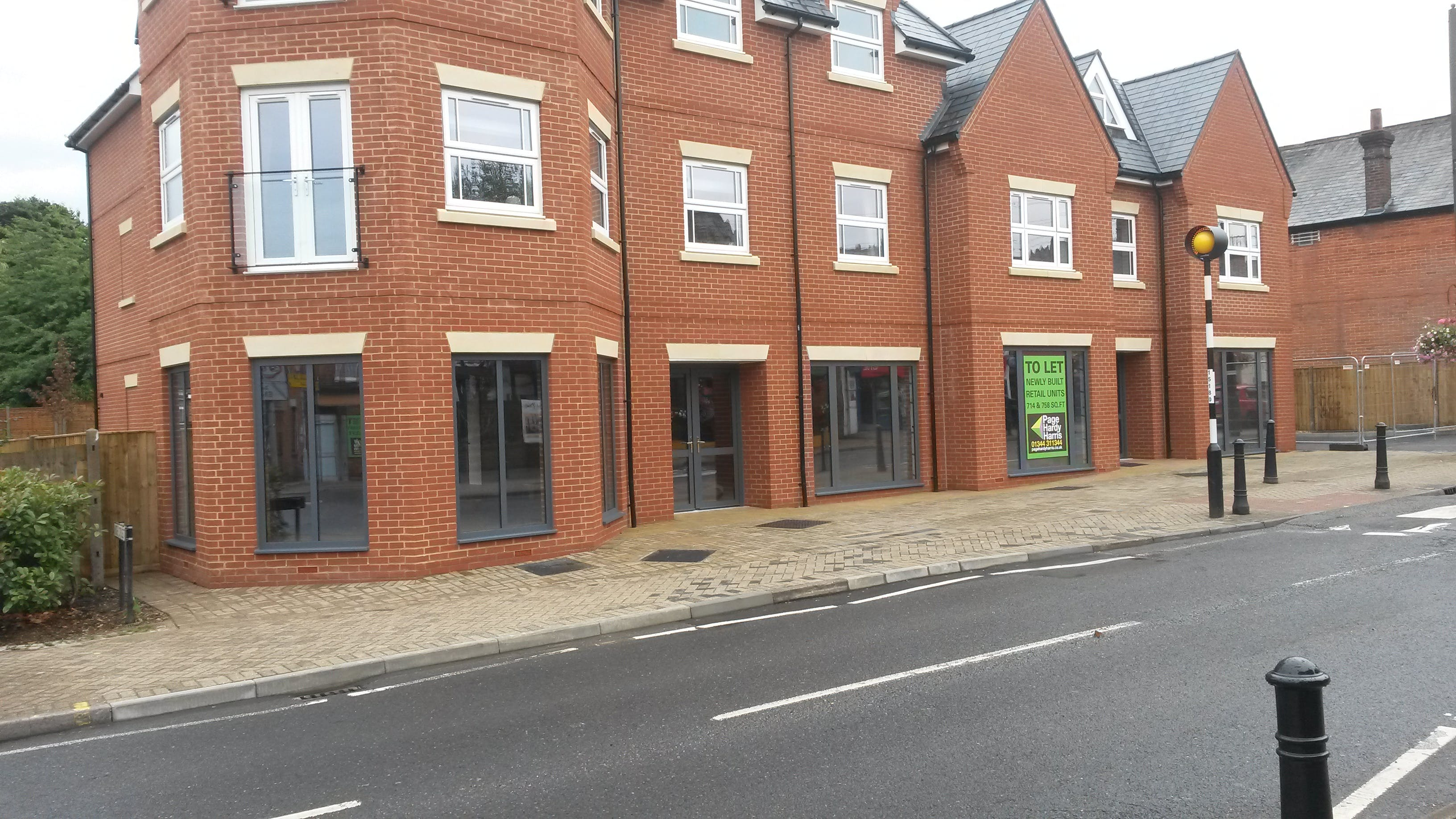 2 High Street, Crowthorne, Retail To Let / For Sale - 20180816_133053.jpg