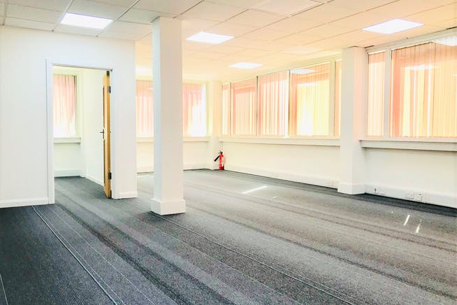 1st Floor Rear, 141-143 King Street, London, Office To Let - IMG_3560.jpg
