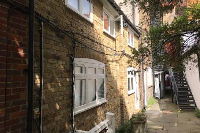 Fullers Yard, Eton, Office To Let - IMG_6975.jpg