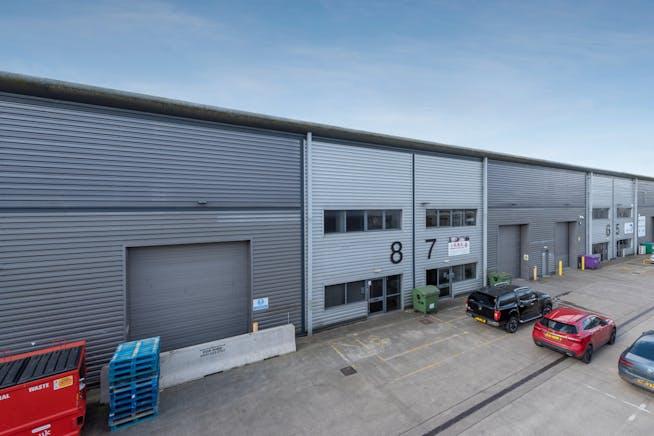 8 Drakes Drive, Aylesbury, Industrial To Let - FRONT 3.jpg