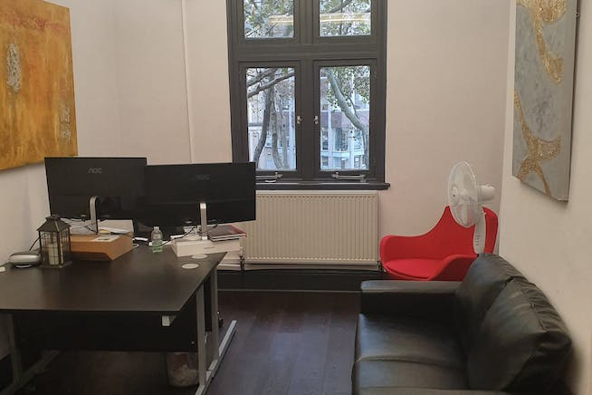 2nd Floor, 212-214 Sovereign House, London, Office To Let - Officewithsofa.jpg