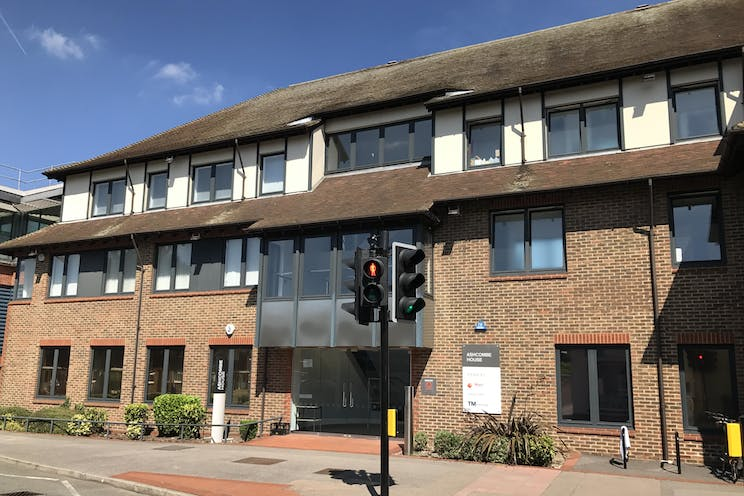 Ground Floor Left, Ashcombe House, 5 The Crescent, Leatherhead, Offices To Let - IMG_6560.JPG