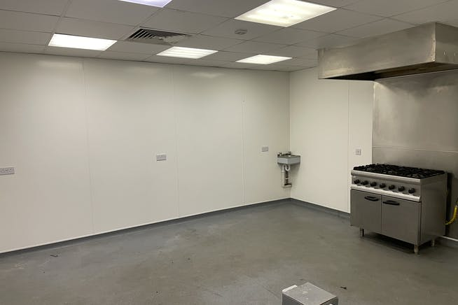 Unit 1C, Queens Apartments, Hastings, Office To Let - IMG_4948.JPG