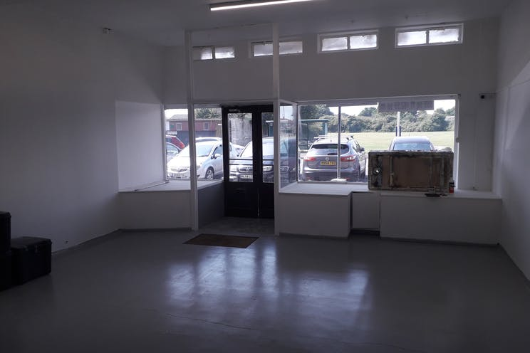 190 Nobes Avenue, Gosport, Retail To Let - 3rd pic.jpg