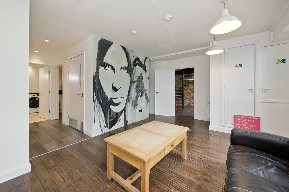 Unit 14, London, Residential To Let - unit 14 the talina centre7716 low.jpg