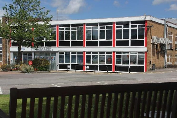First Floor Offices, Unit 3 Lansbury Business Estate, Woking, Offices To Let - 3 lansbury2.jpg