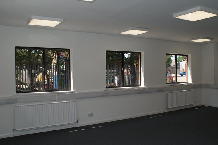 128a Kingston Road, Leatherhead, Offices To Let - DSC04848.JPG