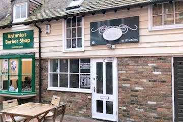 George V Courtyard, 1 Thames Avenue, Windsor, Retail / Office To Let - IMG_9469.jpg