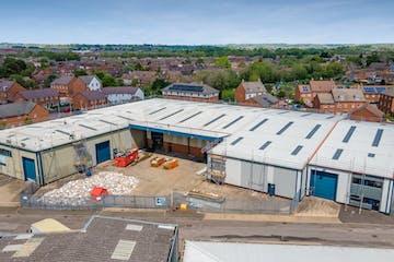 Unit 22b, Vale Industrial Estate, Aylesbury, Industrial To Let - THE VALE13.jpg