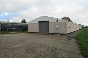 Building 17, Dunsfold Park, Stovolds Hill, Cranleigh, Warehouse & Industrial To Let - IMG_8778.JPG